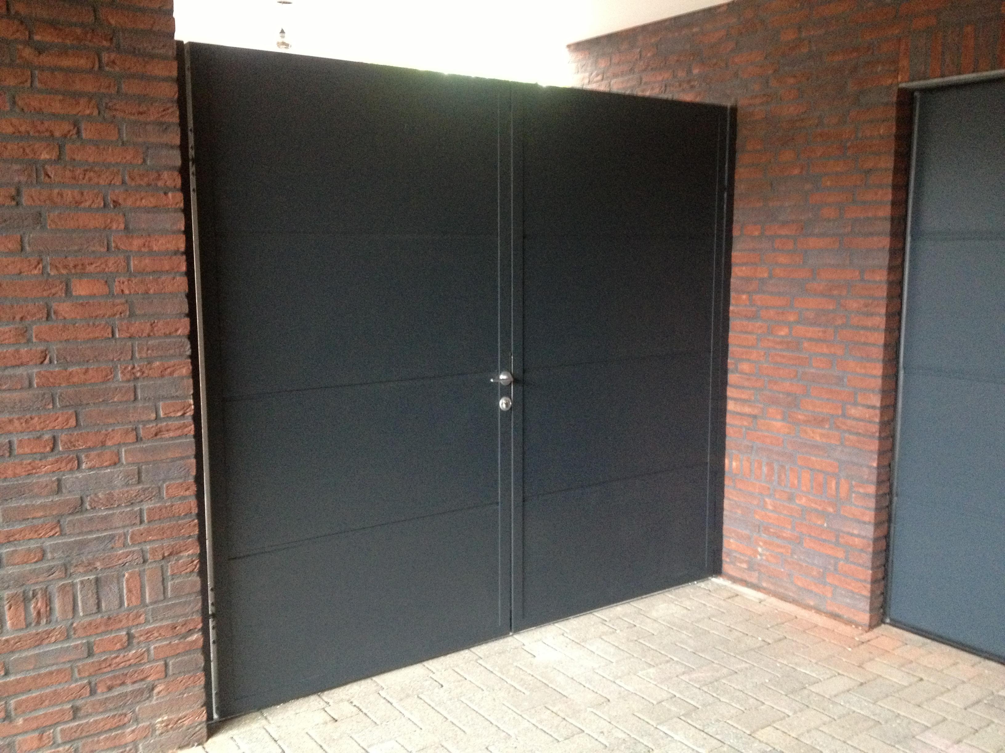 nieuwe openslaande poort te budel different doors