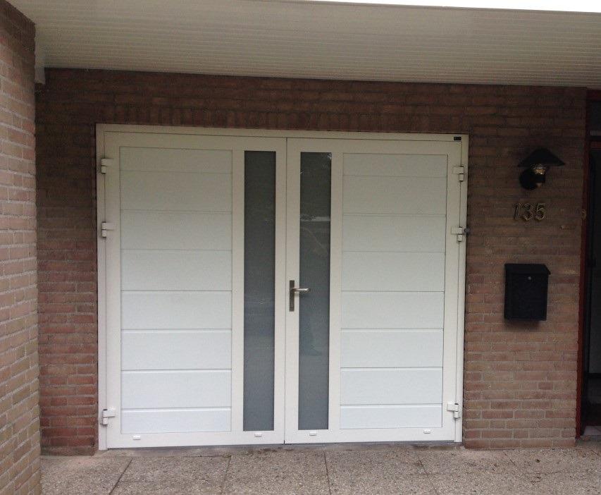 Openslaande garagedeur met verticaal melkglas different doors garagedeuren - Deur kast garagedeur ...
