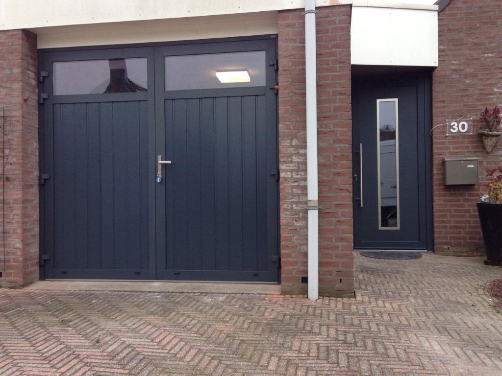 Openslaande garagedeur voordeur different doors garagedeuren - Deur kast garagedeur ...