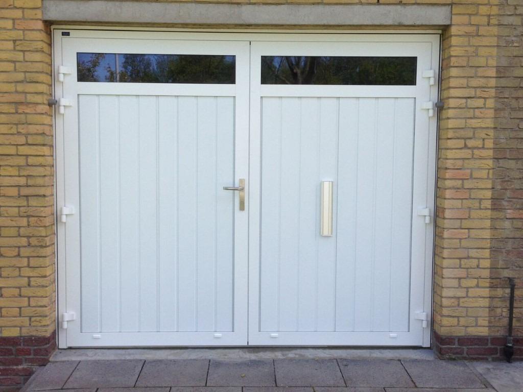 768 #4C5E7F Openslaande Garagedeur Met Glas En Brievenbus image Garage Doors Delaware 37431024