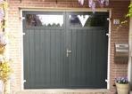 Openslaande verticale garagedeuren