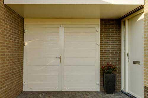 Onderhoudsvrije openslaande garagedeuren