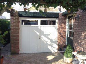 openslaande-garagedeuren-verticaal-smal-zeeland