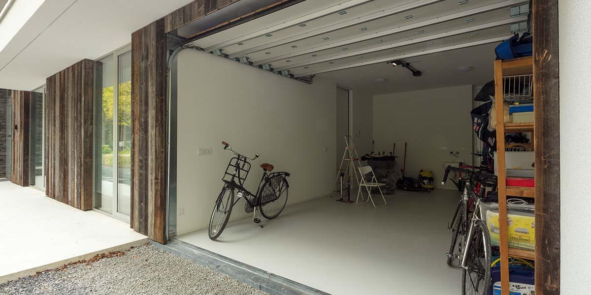 barnwood-houten-garagedeur-geïntegreerd-in-de-wand-41